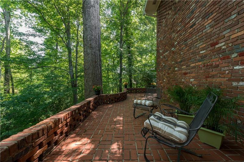 Real Estate - 180 Little John Trail Atlanta