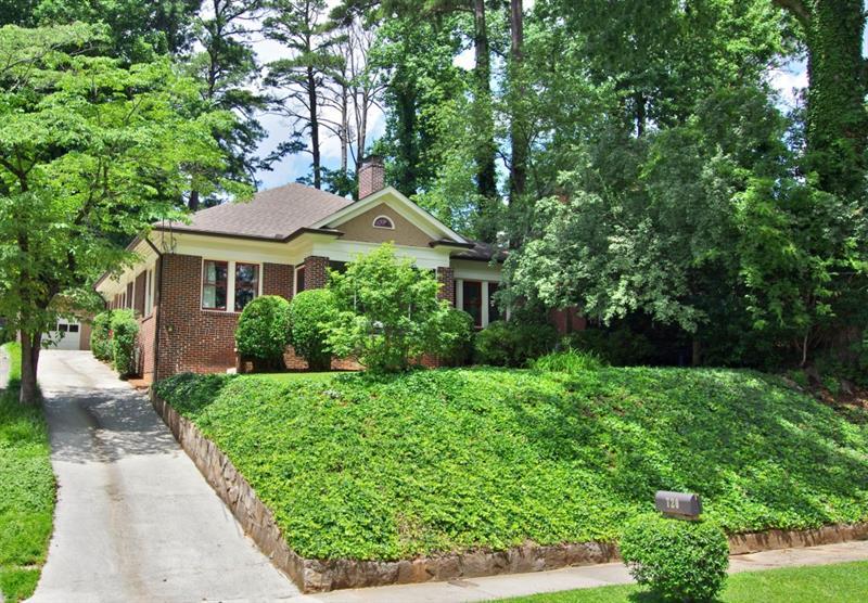 Real Estate - 720 Cumberland Road Atlanta