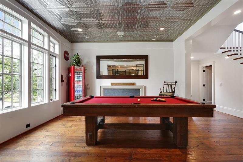 Real Estate - 1692 Friar Tuck Road Atlanta