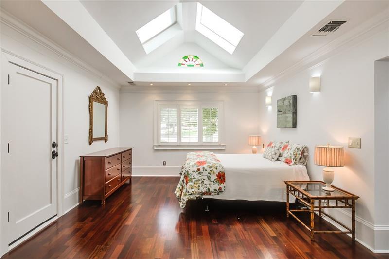 Real Estate - 1453 Fairview Road Atlanta