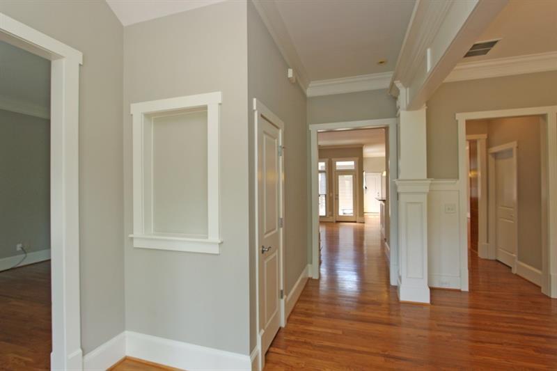 Real Estate - 916 Manor Parc Drive Decatur