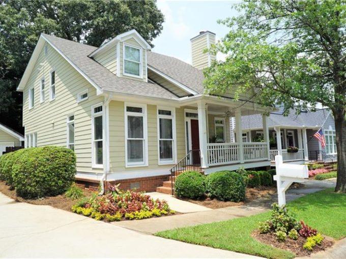 Real Estate - 215 Ridley Lane Decatur