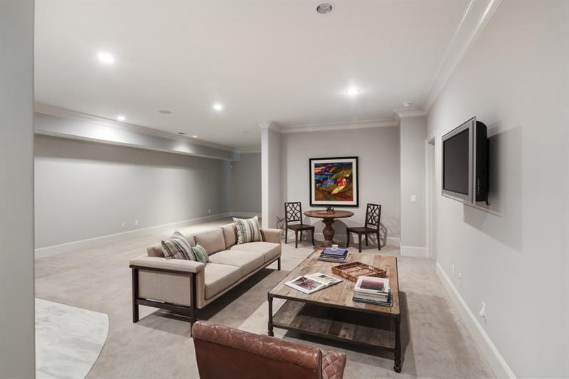 Real Estate - 1368 Northview Avenue Atlanta