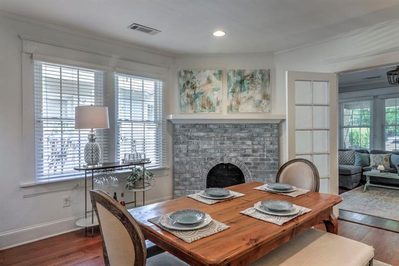 Real Estate - 306 Rockyford Road Atlanta